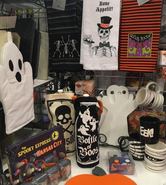 Halloween product including ove mitts, drinkware and towels