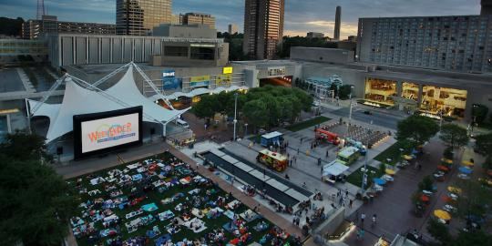 WeekEnder on Crown Center Square